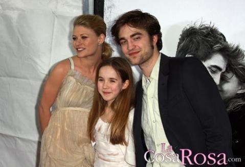 Robert Pattinson y Emilie de Ravin