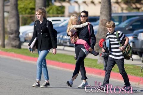 Sandra Bullock desmiente que quiera adoptar a los hijos de Jesse James
