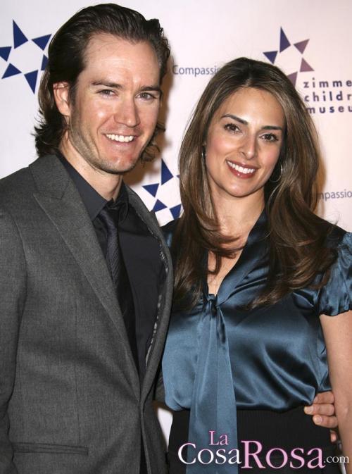 Mark-Paul Gosselaar y esposa