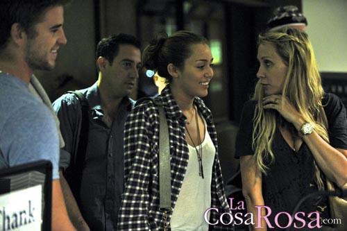 Miley Cyrus, Liam Hemsworth y Tish Cyrus