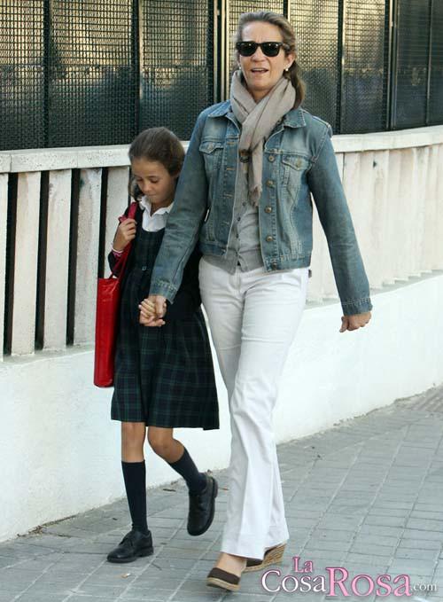 Elena de Borbón y Victoria Federica van al cole