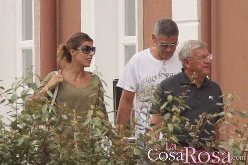 George Clooney, Elisabetta Canalis y su padre en Cerdeña