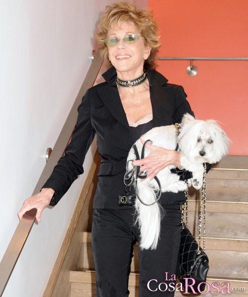 Jane Fonda con su perrito