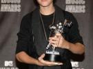 Justin Bieber mejor artista revelación en los MTV VMA cantó en la calle