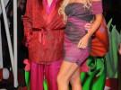 El fundador de Playboy, Hugh Hefner se compromete con la playmate Crystal Harris