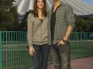 Joe Jonas y Ashley Greene posan felices en Disneyland