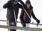 Luis Medina se divierte esquiando con su novia Paula Barcala