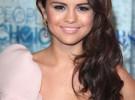 Selena Gomez avisa a sus fans de que su twitter y su facebook han sido hackeados