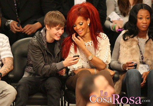 Justin Bieber y Rihanna en partido de las estrellas de la NBA