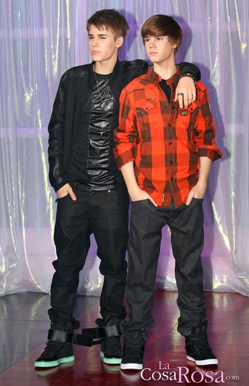 Justin Bieber y su réplica de cera en Londres