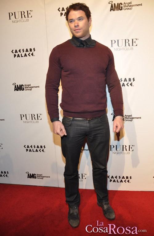 Kellan Lutz celebra su 26 cumpleaños en Las Vegas