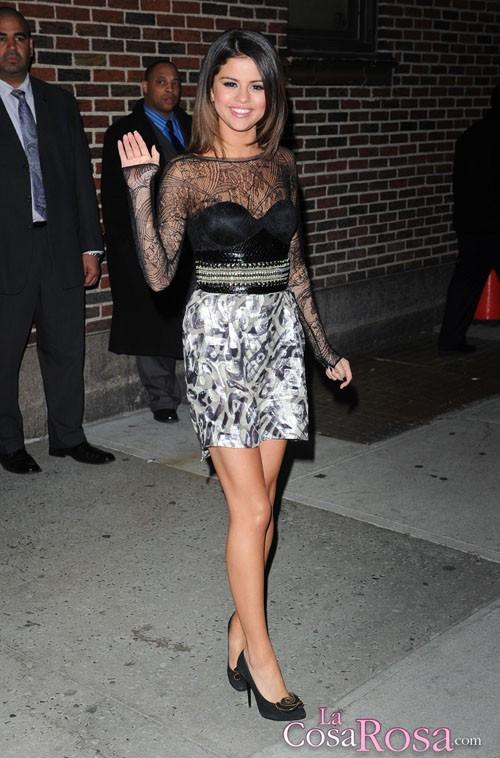 Selena Gomez se ruboriza al hablar sobre Justin Bieber con David Letterman