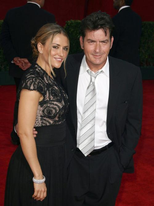 Charlie Sheen y Brooke Mueller se someten a un test de drogas como parte de la custodia de sus hijos