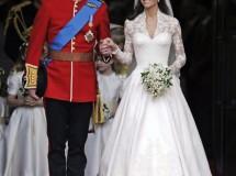 Algunos vestidos de Lady Di y un trozo de tarta nupcial de su hijo salen a subasta