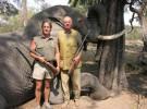 El Rey se fractura la cadera cazando elefantes