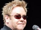 Elton John ingresado por una infección respiratoria