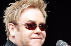 """Elton John se recupera de una infección """"potencialmente mortal"""""""