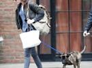 Kristen Stewart, entre Max, su gato y Bear, el perro de Robert Pattinson