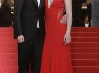 Kristen Stewart y Tom Sturridge apoyan a Robert Pattinson