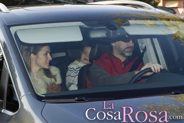 Los príncipes de Asturias y sus hijas pasan la tarde de Reyes en casa de Jesús Ortiz