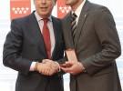 Iker Casillas recibe la Medalla de Oro de la Comunidad de Madrid junto a Sara Carbonero