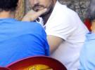 Íker Casillas apura sus últimos días de vacaciones jugando al mus