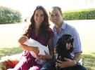 Los duques de Cambridge posan con el príncipe George