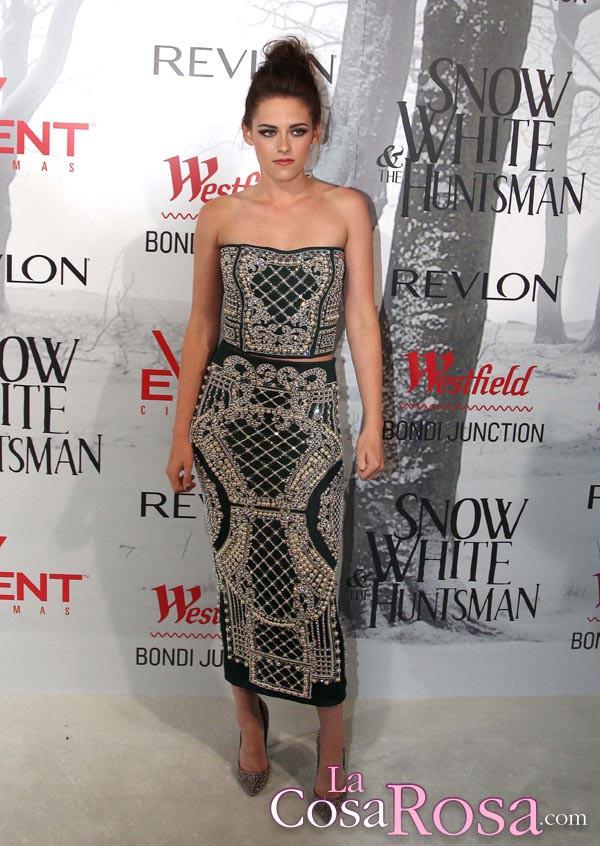 Kristen Stewart vive su ruptura con Robert Pattinson como una adolescente