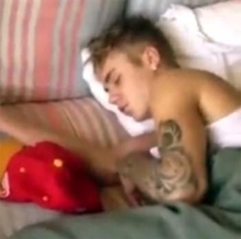 Justin Bieber es grabado durmiendo por una chica brasileña