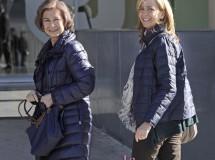 La Reina, la Infanta Cristina y los Príncipes de Asturias visitan al Rey en la Clínica Quirón