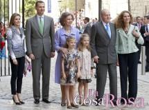 Los Reyes, los príncipes de Asturias y la infanta Elena acuden a la misa de Pascua de Palma