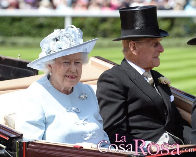 La Reina Isabel II y su marido visitan el plató de Juego de Tronos