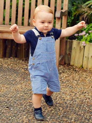 El Príncipe George, adorable en una foto con motivo de su primer cumpleaños