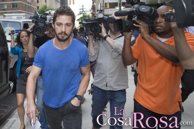 Shia LaBeouf lucha con fuerza contra el alcoholismo para no decepcionar a Brad Pitt
