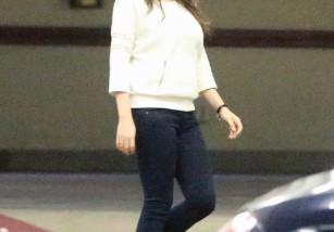 Mila Kunis luce figura dos meses después de ser madre