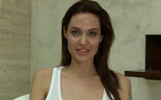 Angelina JoIie comparte con el mundo que tiene varicela