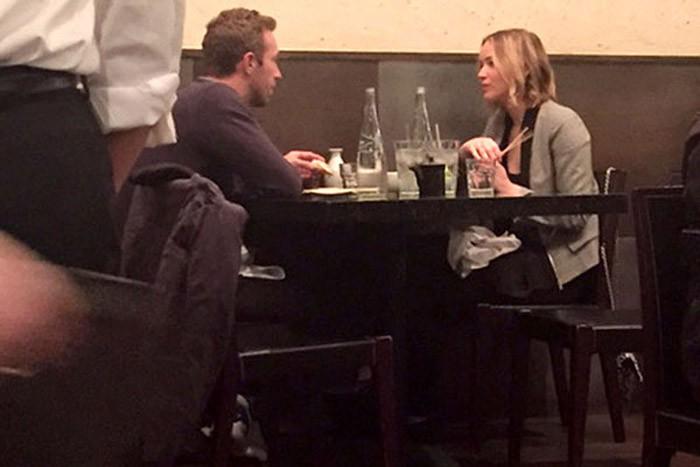 Jennifer Lawrence y Chris Martin cenan juntos antes de fin de año