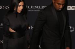 Kanye West no sonríe porque quiere ser guay