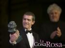 Antonio Banderas se emociona recogiendo su Goya de honor