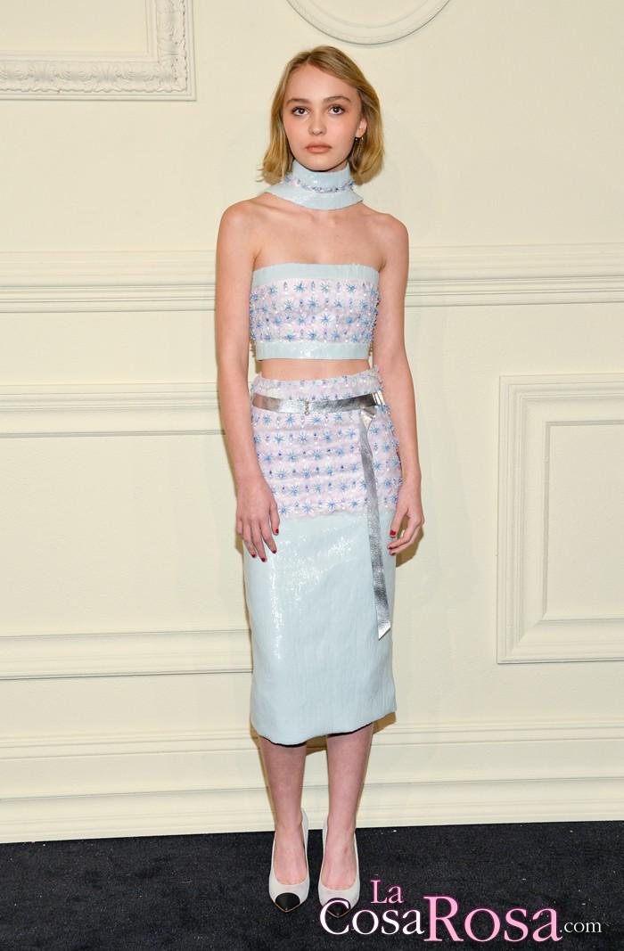 La hija de Johnny Deep, Lily-Rose, posa como una adulta con look de Chanel
