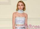 La hija de Johnny Depp, Lily-Rose, posa como una adulta con look de Chanel