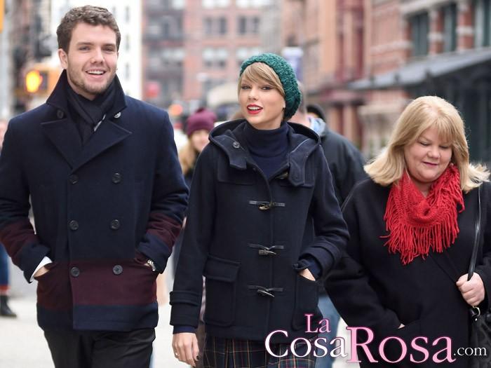 Taylor Swift revela que su madre padece cáncer