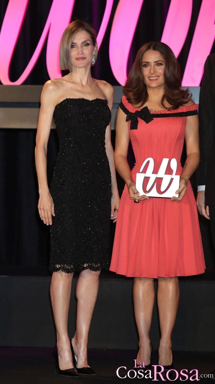 La Reina Letizia sorprende con su nuevo corte de pelo en los premios Woman