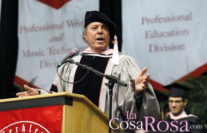 Julio Iglesias reconocido por la universidad de Berklee