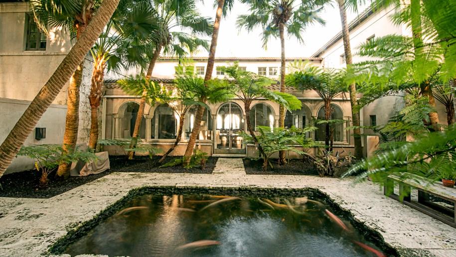 Japones Baños Del Carmen:Phil Collins compra la mansión de Jennifer López en Miami