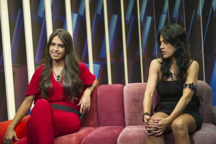 Sofía, ganadora de GH 16,  y su madre, Maite, inauguran 2016 en Sálvame Deluxe