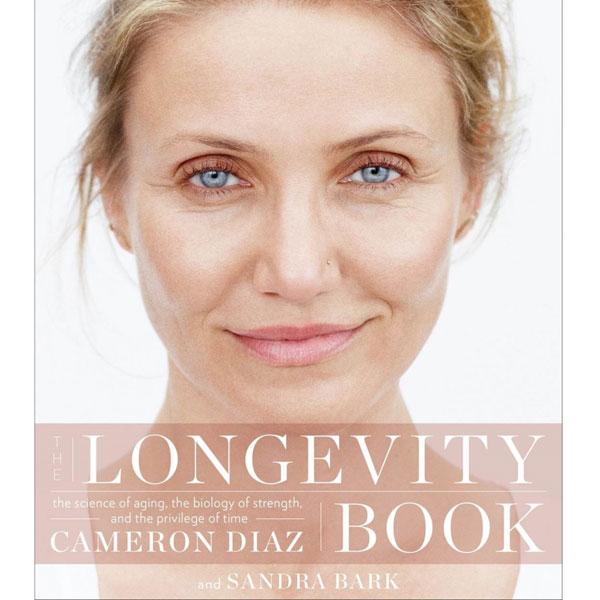 Una orgullosa Cameron Diaz muestra un adelanto de su nuevo libro