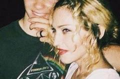 Una fotos de Rocco Ritchie preocupan a su madre, Madonna