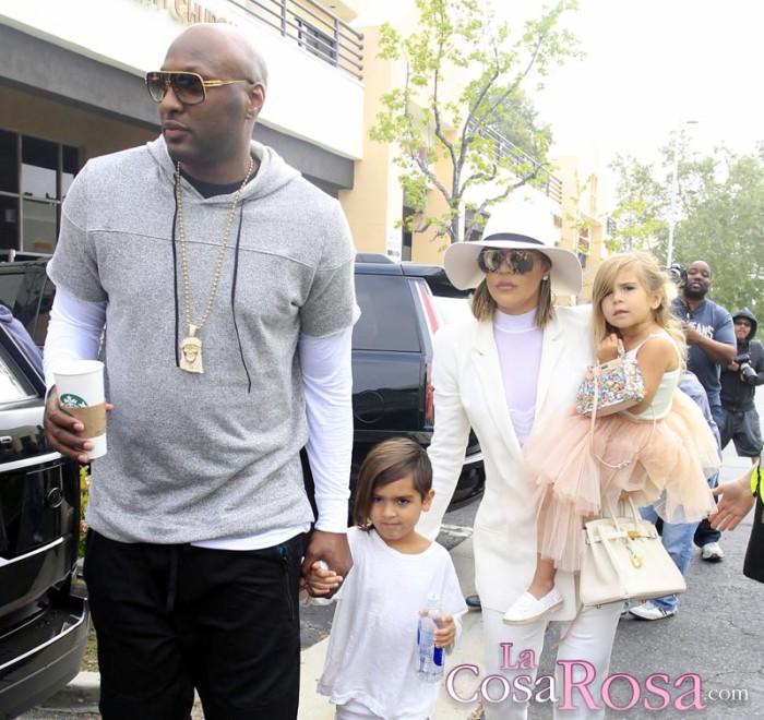 Pillan a Lamar Odom en un bar antes de ir a la misa con las Kardashian
