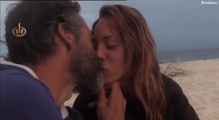 Paco de Benito besa a Steisy en Supervivientes 2016